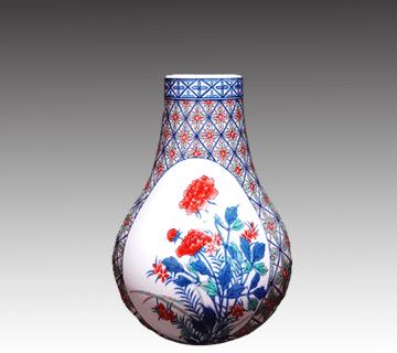 鍋島焼:色鍋島花瓶 12代今泉今右衛門作 陶器買取情報