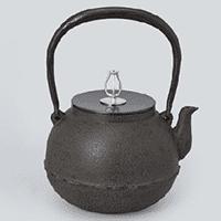 茶道具「鉄瓶」について、歴史や特徴、扱い方や保管方法まで徹底解説