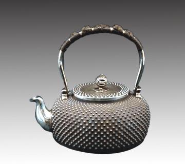銀瓶 石黒光南造(高さ:約19.4cm、幅:約15.8cm)